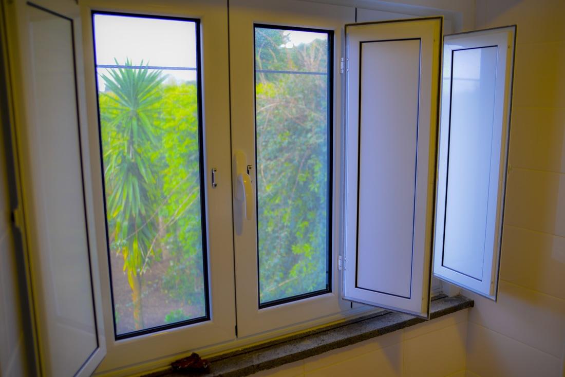Quinta Minuvida_Suite Kentia Fenster Gartenblick